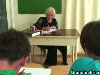 Two studs майната стар училище учител