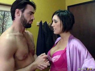Krūtainas sieva goes līdz viņai kaimiņš