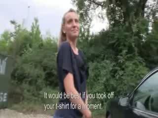 Pieviltas skaistule taught viņa griba būt a darbs bet fucked uz publisks līdz a fake producer