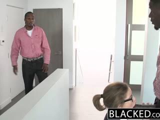 Blacked في سن المراهقة مجموعة من ثلاثة أشخاص مع two مسخ dicks