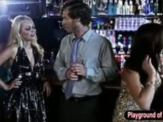 Sexy blond babe aaliyah kjærlighet knulling en nerd i den klubb