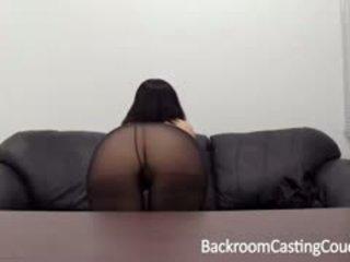 Aspen auditions voor porno bij achterkamer casting zitbank