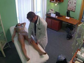 Nepakartojamas pole dancer pakliuvom iki daktaras į fake