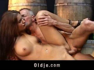 Oldje: lusty ado fucks vieux grand-père