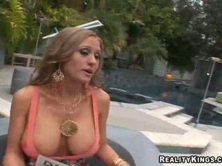 Abby rode pieprzenie w górę i getting rewarded na seks