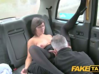 Fake taxi driver enjoys एक अच्छा मिल्फ arse rimming