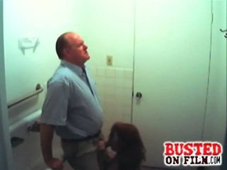 Slutty סטודנט מוצצת profesor gets busted
