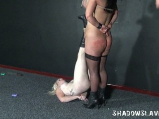 Two learner slavegirls uitdrukkelijk naald marteling en breast gebonden van andrea whilst blondine engel is pierced