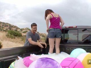 Hitchhiker having szabadban szex -ban a vissza a a autó