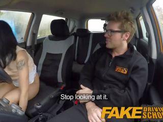 Fake driving sekolah setengah asia kecil pelajar fucks untuk gratis lessons