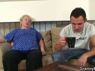 60 years стар бабичка sucks и rides