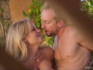 Matahari kissed buah dada besar milf kelly madison hubungan intim hubbys besar kontol