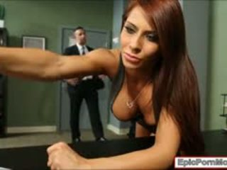 Birou curva madison ivy sperma swallows după hardcore sex