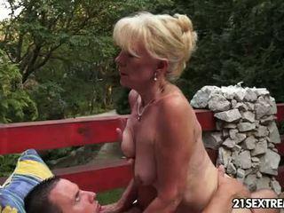 kissing, pussy licking, vecenīte