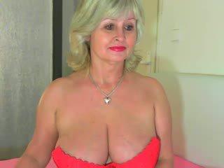 Με πλούσιο στήθος γιαγιά