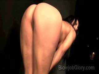 Adriana confesses da succhiare priests enorme dong thru buco nella parete