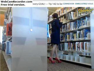 Flashing ass&tities di perpustakaan