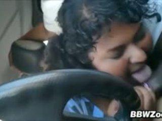 Gras indian sugand pe o pula în the masina