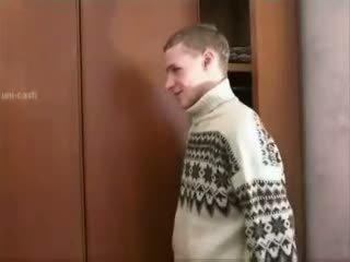 Руски момче spying възрастни мама