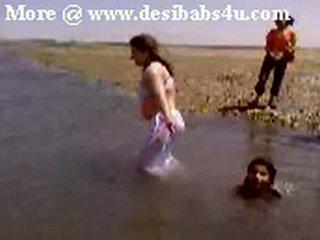 Pakistanez sindhi karachi aunty nud river bath