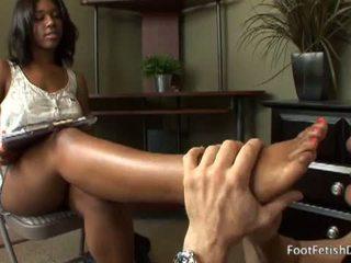 melnkoks, teen, foot massage