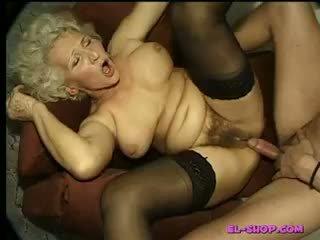 Chlupatý babičky norma čurající