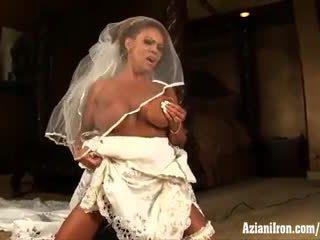 Aziani 鉄 成熟した female bodybuilder rides サイビアン で 結婚式 ドレス
