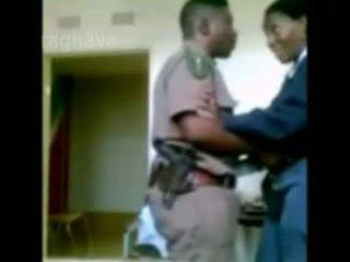 Politsei boss enjoying female junior ohvitser peidetud kaamera