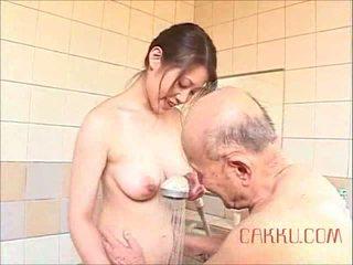 Maki tomoda vecs vīrietis un mammīte 2