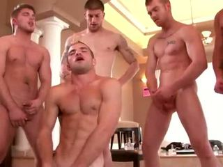 Well built studs enjoying a homo pesta seks