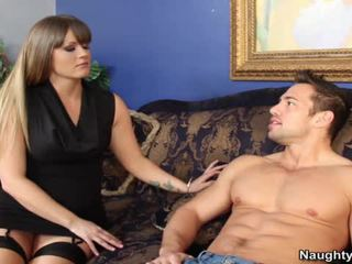 Smut milf holly srce bounces ji velika arse hole onto ji sons companion snake