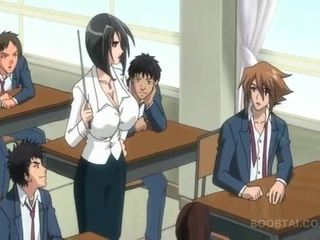 Bossy hentai suka nailing jej slurping cipa w publiczne