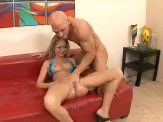 Jaeyln Foxs Sexy Little Box Squirts Her Fascinating Nectar All Over Bed