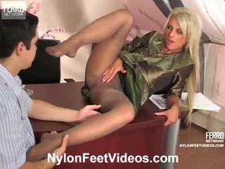 Cornelia en adam mindblowing panty voeten actie