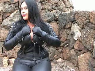 Motorkářky dívka výstřik
