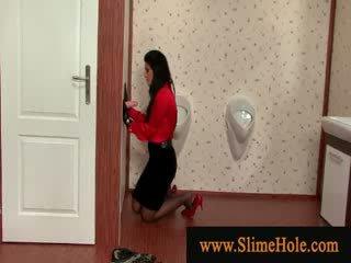 Gemeen dame in rood wearing handgloves gets slimed
