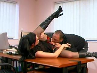 Müde boss fucks seine jung sekretärin recht auf die tabelle