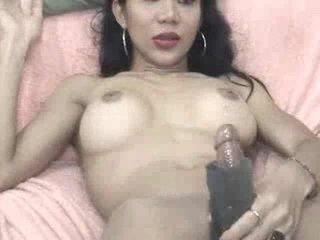 Jeje plays koos a masturbation sleeve