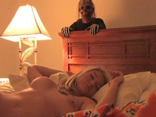 Halovīni bonus uzbudinātas simpatiska seksuālā pusaudze pilns kino