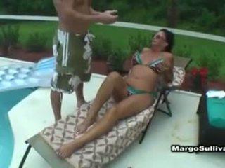 Margo sullivan pri bazen