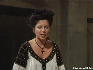 Countess enjoys uz svaigs lesbiete slaves