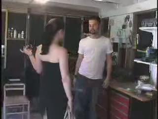 На mechanic gave а богат arrogant кучки какво тя deserves