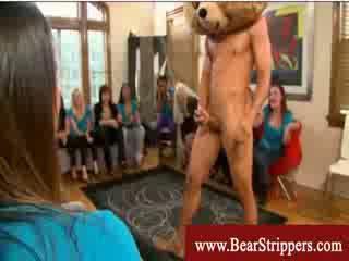 Bachelorettes nokļūt seduced līdz a dejošas lācis