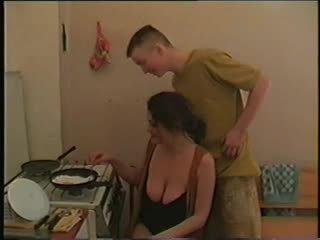 موم مع كبير saggy الثدي & guy