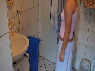 Hottie verrassing in haar badkamer video-