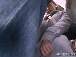 Azijietiškas sweetie has raped į the viešumas autobusas