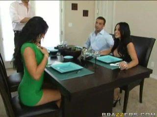 Husbands swap স্ত্রীদের পূর্ববর্তী থেকে dinner