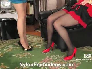 Ninon ו - agatha נבזי גרביוני נשים רגליים סרט פעולה