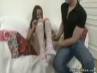 ביישן ו - charming נוער נערה looses שלה תמימות.
