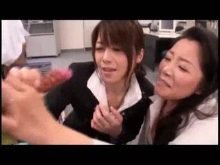 Japoniškas merginos žaisti su sperma shooting į darbas video